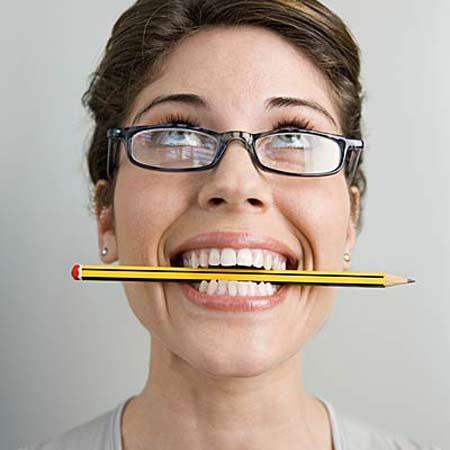 Cắn đuôi bút chì, bút mực