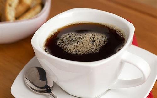 Tránh uống quá nhiều cà phê để duy trì một làn da mịn màng. Ảnh: telegraph