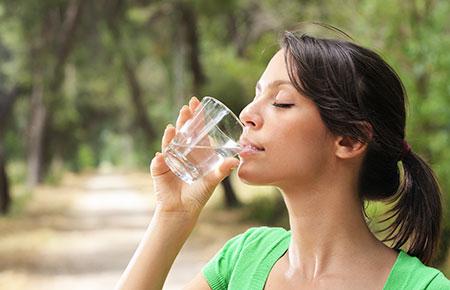Uống nước không dễ!