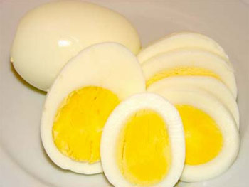 Ăn trứng gà không đúng cách gây hại sức khỏe. Ảnh minh họa.