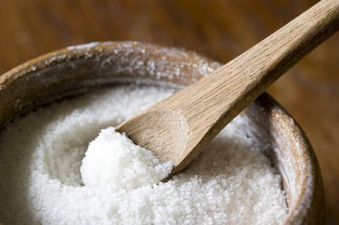 12 tác hại vô cùng nghiêm trọng của muối ăn