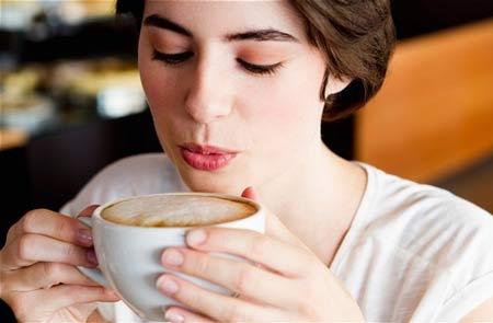 dung nhieu cafein