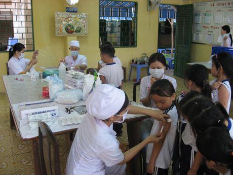 Hãy tiêm vắc xin cho trẻ.