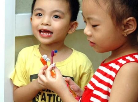 Những điều mẹ cần nhớ khi đánh răng cho bé