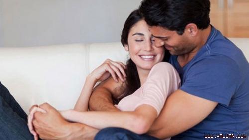 Ôm nhau mang đến nhiều lợi ích sức khỏe - Ảnh: Shutterstock