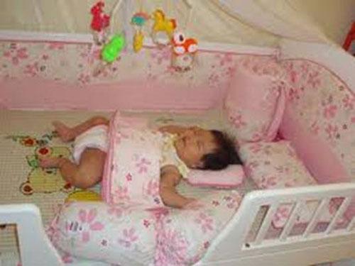 6 lý do trẻ sơ sinh hay thức đêm