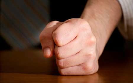 Nắm chặt tay sẽ tốt cho việc ghi nhớ. Ảnh: News.