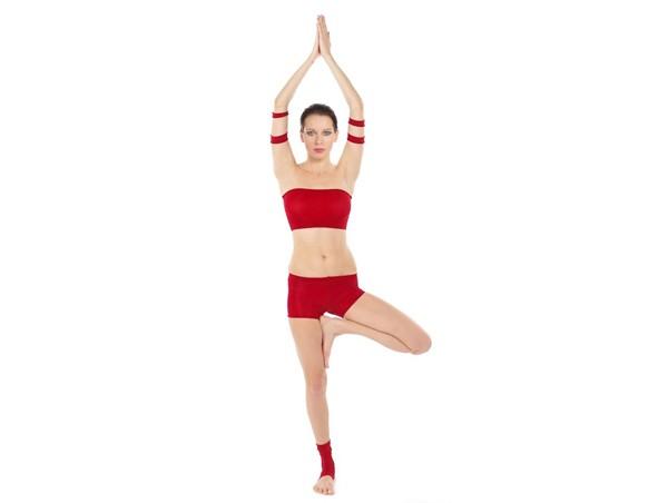 3 tư thế yoga cho đôi chân khỏe đẹp 1