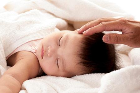 Dạy con ngủ xuyên đêm từ khi mới sinh - 2