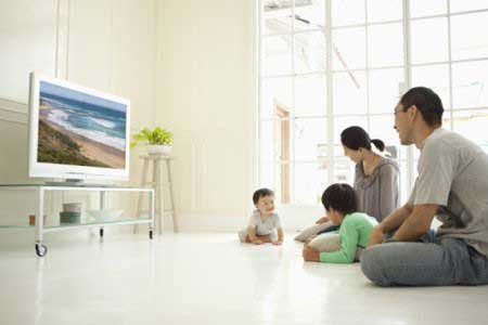 Những thói 'xấu' cần tránh khi xem tivi