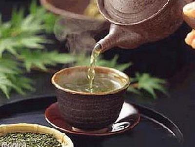 trà nóng giúp giữ ấm cơ thể và trị nghẹt mũi