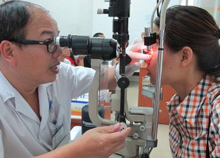 Khám mắt ở Bệnh viện Mắt Trung ương