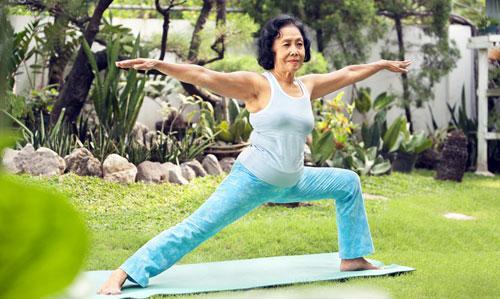 Tâp thể dục hàng ngày là biện pháp hữu hiệu cho sức khỏe xương khớp người già