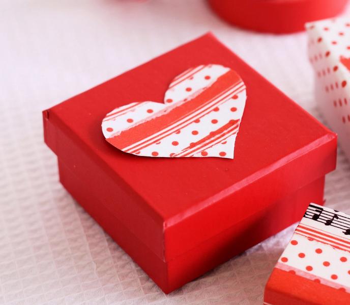 Quà tặng sẽ truyền tải đầy đủ thông điệp yêu thương đến người phụ nữ của bạn!