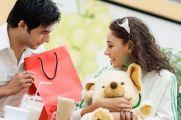 """6 điều nam giới cần  """"khắc cốt ghi tâm"""" khi tặng quà phụ nữ"""