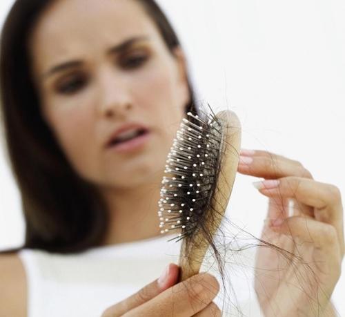 Phải làm gì khi tóc mọc thưa, gãy và chẻ ngọn
