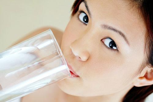 Mẹo giảm cân từ việc uống nước