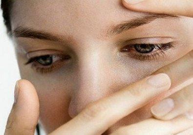 Dù không gây nguy hiểm đến tính mạng nhưng bệnh đau mắt đỏ khiến người bệnh có cảm giác mệt mỏi sốt đau họng mắt nhức đau chảy nước mắt… và rất dễ lây cho người khác. vì thế bạn hãy nắm vững các thông tin về bệnh đau mắt đỏ để chủ động phòng chống nhé sau đây là những lưu ý về bệnh đau mắt đỏ mà bạn không nên bỏ qua