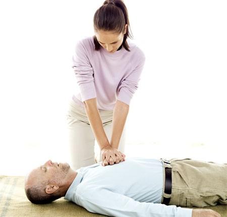Hướng dẫn 9 bước cấp cứu ngưng tim ngưng thở ở người lớn