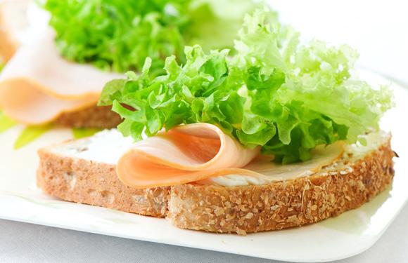 Người cao tuổi cần có chế độ dinh dưỡng như thế nào?