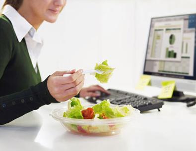Những thói quen xấu ảnh hưởng đến hệ tiêu hóa