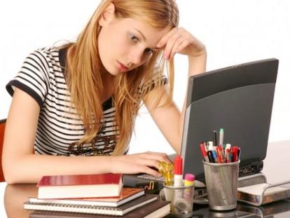 Mắt mệt mỏi, khó chịu khi ngồi máy tính nhiều