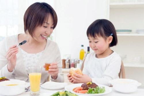 """6 bí quyết giúp """"đập tan"""" chứng biếng ăn ở trẻ"""