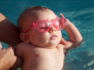 Những điều cần biết khi tắm nắng cho trẻ