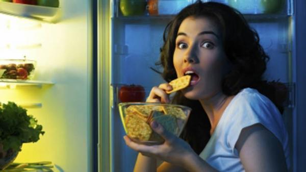 Những thói quen gây hại cho dạ dày
