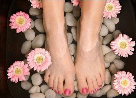Gót chân nứt nẻ - phải làm sao?