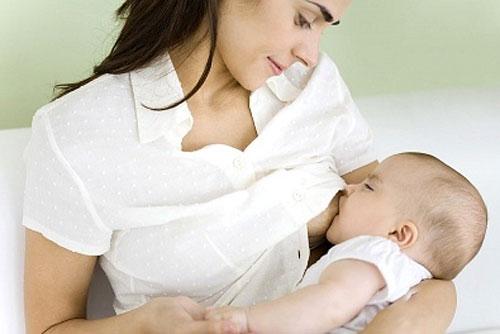 Sữa mẹ là dưỡng chất vô cùng quan trọng và tốt nhất dành cho bé