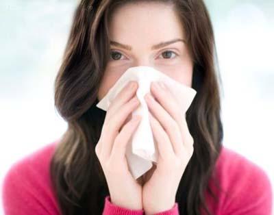 Hắt hơi, sổ mũi, đau họng làm bạn khó chịu