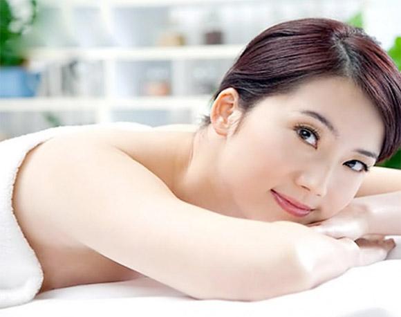 Một làn da đẹp, mịn màng, trắng hồng tự nhiên là điều bạn gái nào cũng mong muốn