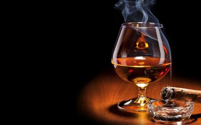 Rượu và thuốc lá là một trong những nguyên nhân gây ra chứng rối loạn cương duong