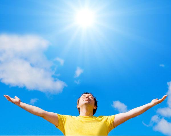 Ánh nắng mặt trời là nguồn Vitamin D tự nhiên