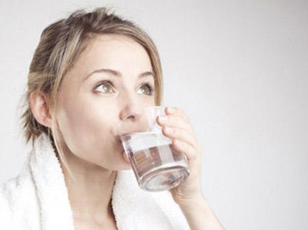 Crest 3d white alcohol 237ml – nước súc miệng giúp răng trắng sáng trong vòng 7 ngày