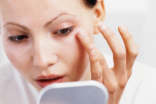 Nếp nhăn xuất hiện là dấu hiệu lão hóa của làn da