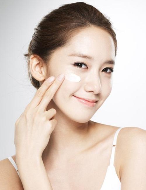 Neutrogena Healthy Skin  Anti-Wrinkle Cream SPF15 chứa chất chống nắng SPF 15 giúp ngăn ngừa sự lão hóa và chống lại tia cực tím
