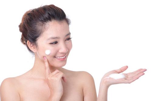 Kirkland Body Lotion cung cấp đầy đủ dưỡng chất giúp nuôi dưỡng làn da mịn màng