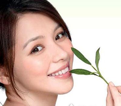 Sử dụng La Roche-Posay Mela-D Deep Cleansing Brightening Foaming Cream mỗi ngày để có làn da trắng mịn