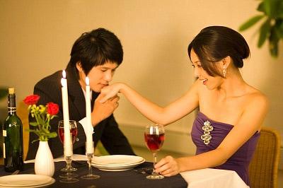 """Với một cô nàng lãng mạn, tốt nhất bạn nên chuẩn bị một """"kịch bản"""" tặng quà thật hoàn hảo!"""