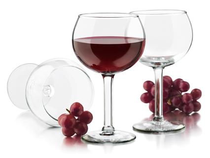 Nên uống 2 ly rượu nho mối ngày vì rượu nho chứa nhiều Resveratrol