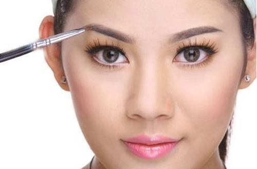 Lông mày đẹp giúp cho khuôn mặt bạn tươi dáng hơn