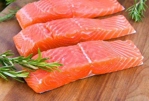 Cá hồi chứa nhiều omega- 3 giúp cải thiện thần kinh