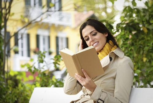 Kính áp tròng cải thiện tình trạng đọc khó hiệu quả